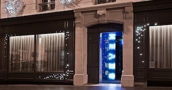 SEVEN PARIS